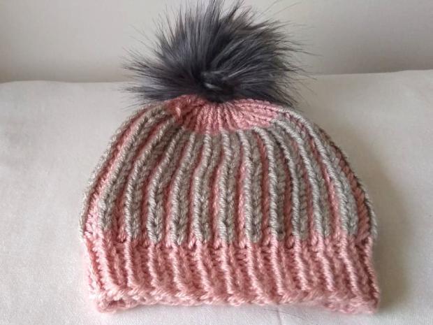 Dvojfarebná pletená čiapka 13