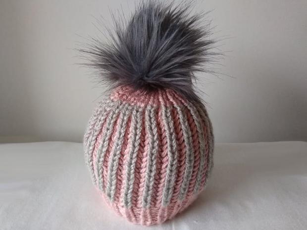 Dvojfarebná pletená čiapka 1