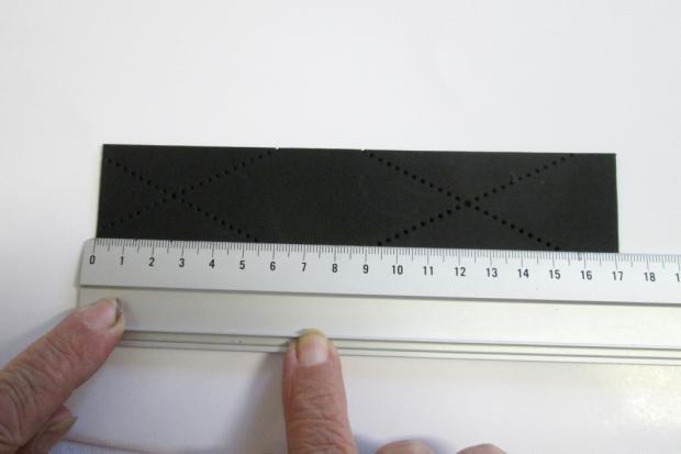 Postup na náramok s reliéfom a kovovým efektom 3