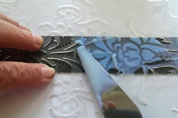 Postup na náramok s reliéfom a kovovým efektom 9