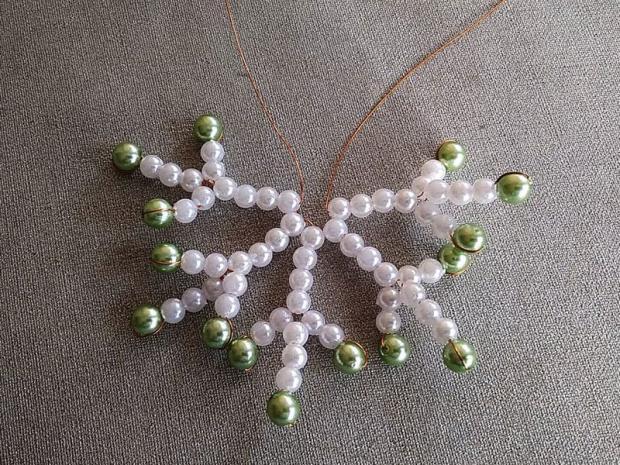 Ako vyrobiť korálkové hviezdičky III 14