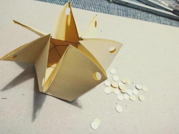 Malá papierová škatuľka na drobné darčeky 9