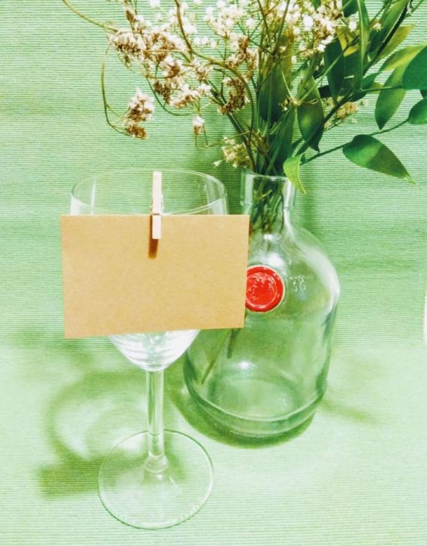Použite korok na svadobnom stole + šablóna na svadobné menovky 6