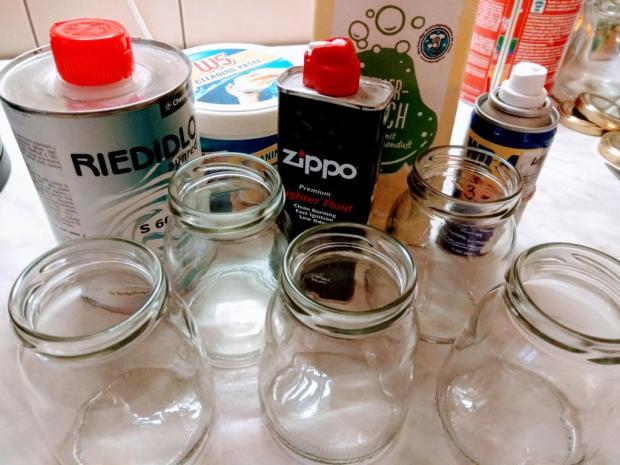 Ako odstrániť nálepky a etikety z fliaš