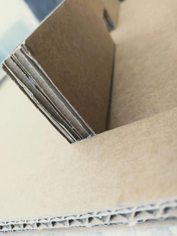 Fast Sling Puck z kartónovej krabice 2