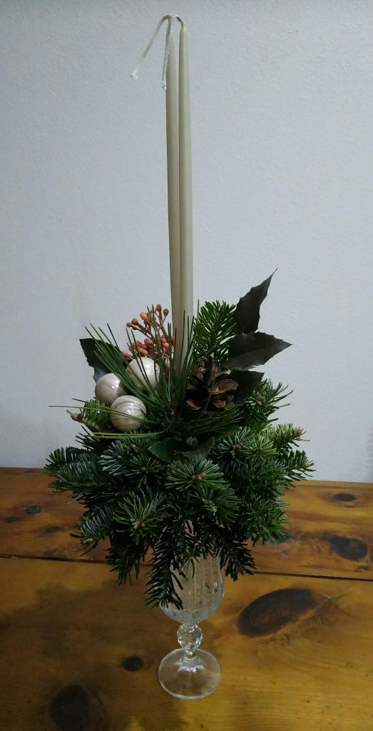 Ako vyrobiť vianočný svietnik zo živých vetvičiek 3