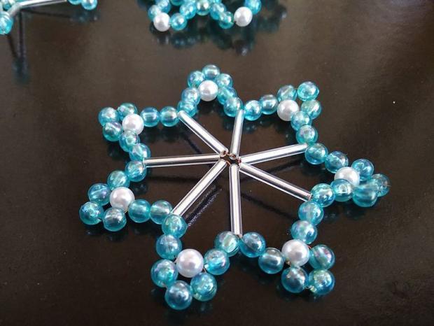 Ako vyrobiť korálkové hviezdičky II 11