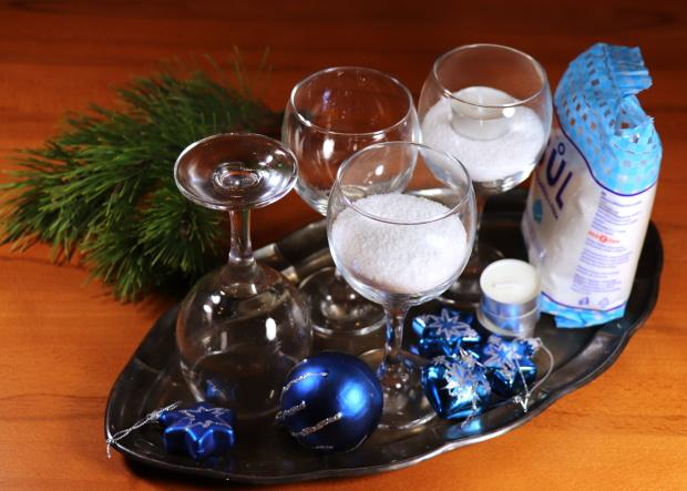 Štyri jednoduché a rýchle adventné svietniky v pohároch 7