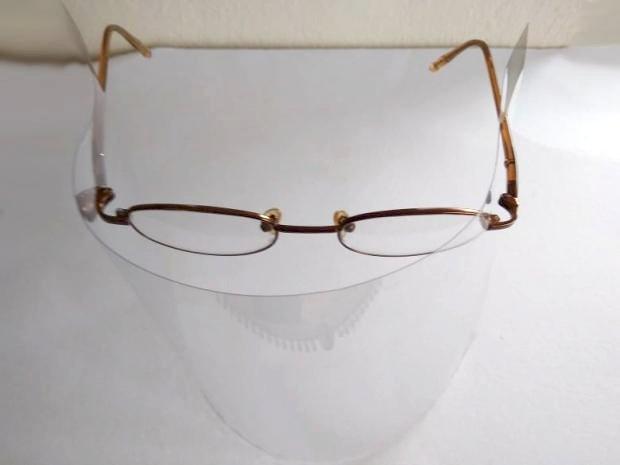 Improvizovaný štít na okuliaroch