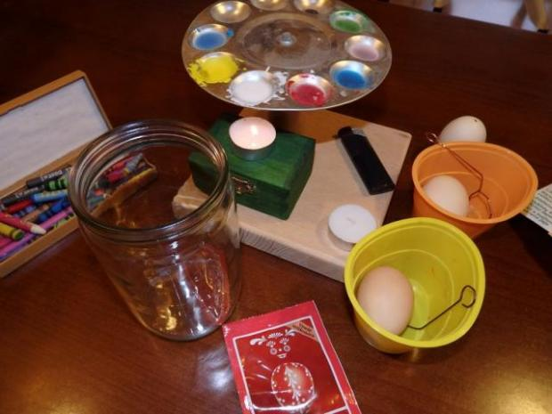 Maľovanie vajíčok pomocou vosku 1