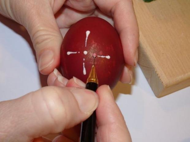 Maľovanie vajíčok pomocou vosku 4