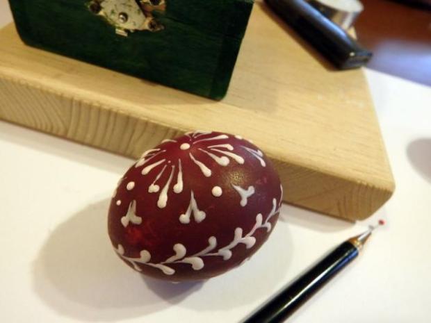 Maľovanie vajíčok pomocou vosku 6