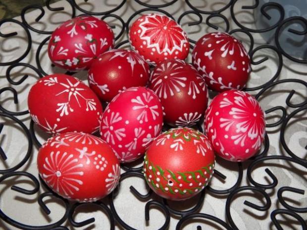 Maľovanie vajíčok pomocou vosku 7