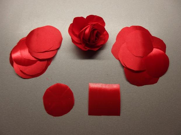 Španielska ruža- spona zo stuhy 2