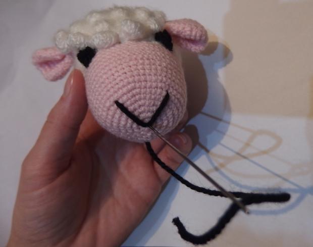 Fotopostup na háčkovaného mojkáčika ovečku 17