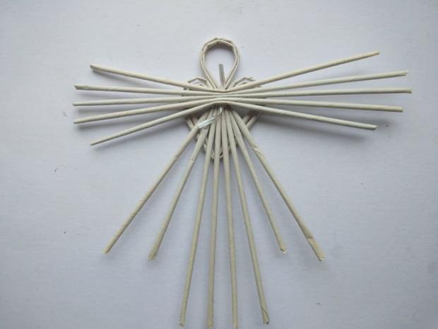 Anjel z papierových ruličiek 12
