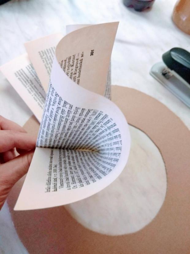 Papierový veniec zo starej knihy 1