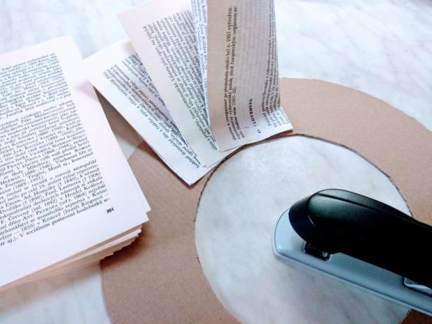 Papierový veniec zo starej knihy 2