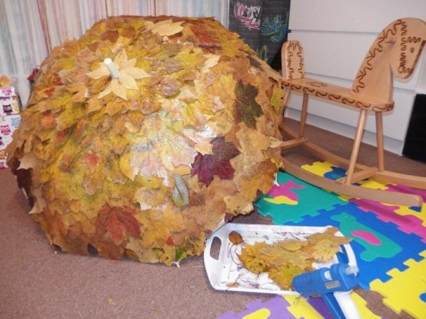 Postup na dáždnik z voskovaných listov