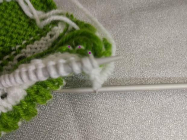 Návod na pletené  papučky pre bábätko 11