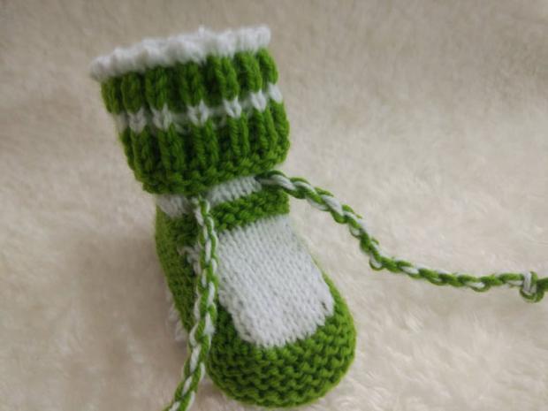 Návod na pletené  papučky pre bábätko 16