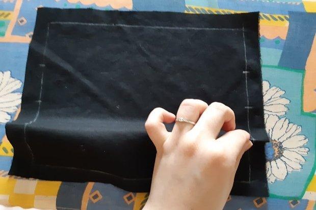 Ako vyrobiť štýlové rúško aj bez šijacieho stroja 4