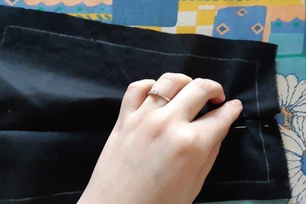 Ako vyrobiť štýlové rúško aj bez šijacieho stroja 7