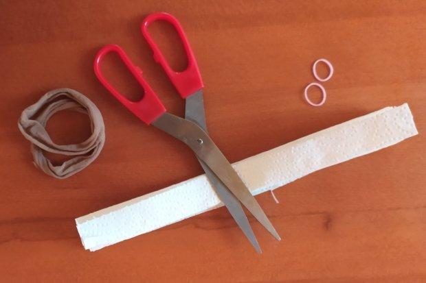 Ako vyrobiť rúško bez šitia z kuchynských papierových utierok 15