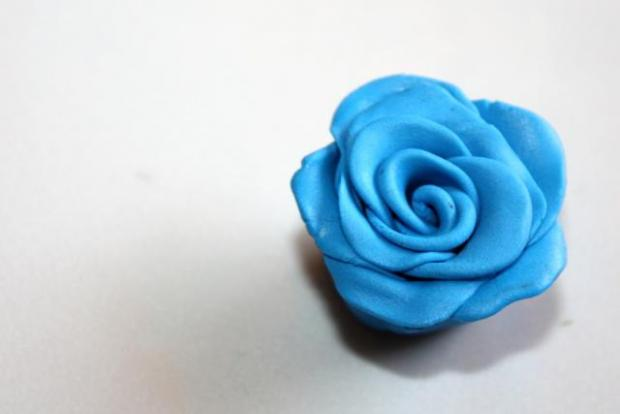 Fotopostup na jednoduchú ružičku z Fimo 7