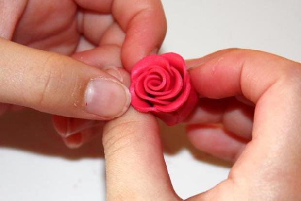 Fotopostup na jednoduchú ružičku z Fimo 15