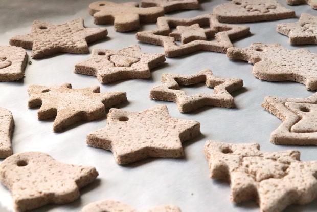 Postup na vianočné ozdoby zo škoricovo - slaného cesta bez pečenia 1