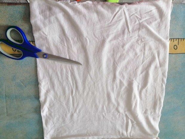 Ako vyrobiť šnúrky na rúško zo starého trička 2