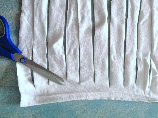 Ako vyrobiť šnúrky na rúško zo starého trička 4