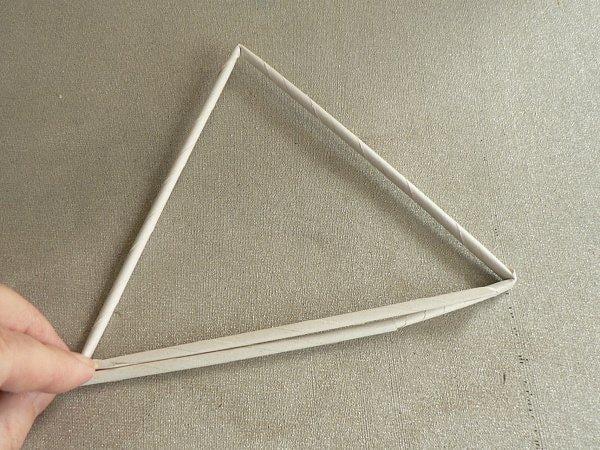 Fotopostup na papierové pletenie - pletený stromček II. 2. Pozdlž prvej  strany prejdeme k najbližšiemu vrcholu e82f4698381