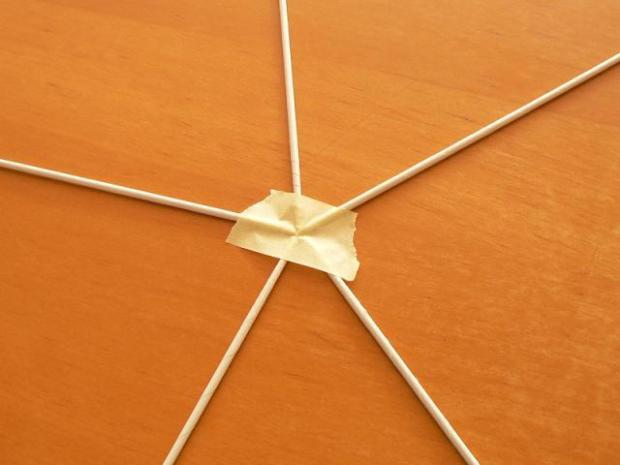 Fotopostup na papierové pletenie - pletený stromček III. 1