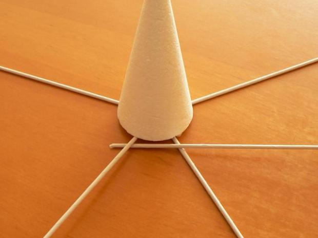 Fotopostup na papierové pletenie - pletený stromček III. 2