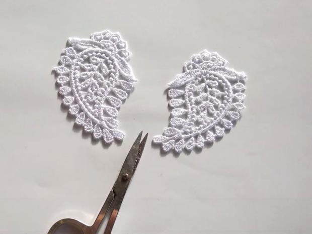 Ako vyrobiť krajkové svadobné náušnice 3
