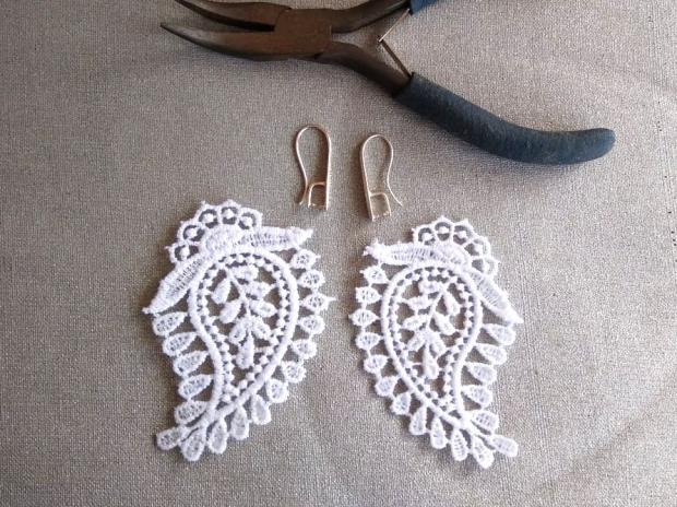 Ako vyrobiť krajkové svadobné náušnice 5