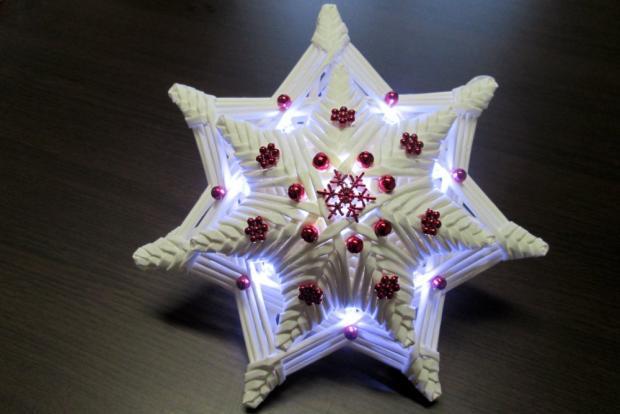 Fotopostup na svietiacu vianočnú hviezdu z papletu 31
