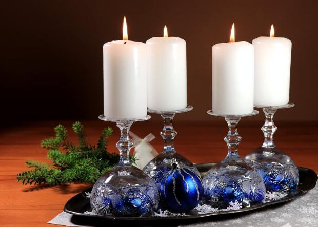 Štyri rýchle a jednoduché advetné svietniky v pohároch