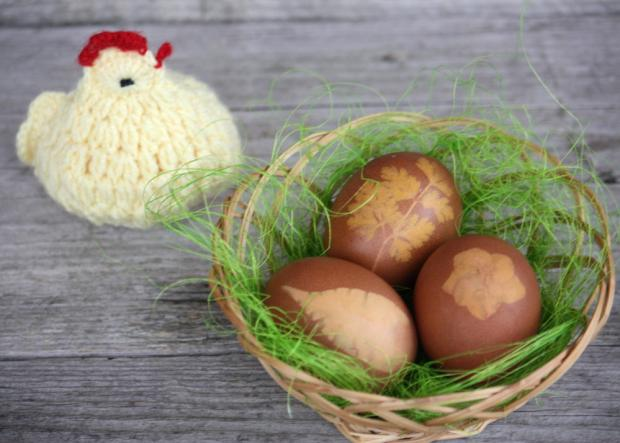 Postup na farbenie vajíčok s deťmi 9