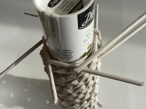 Fotopostup na papierové pletenie - pletený venček 10