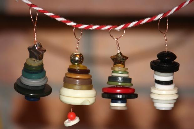 Vianočné dekorácie z gombíkov 1