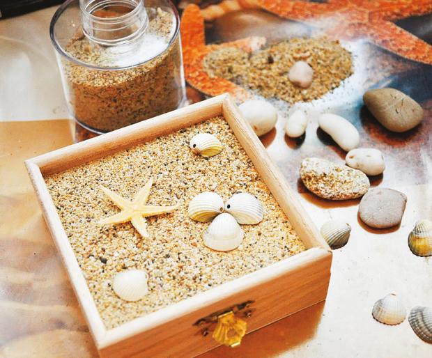 Šperkovnica ozdobená mušľami a krištáľovou živicou - postup 2