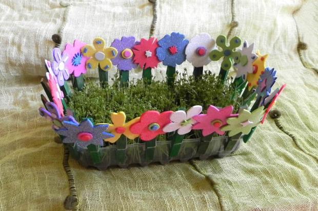 Improvizovaný záhon so žeruchou a kvetinkový plôtik na parádu, zo štipcov a machovej gumy, Tvoríme s deťmi a pre deti