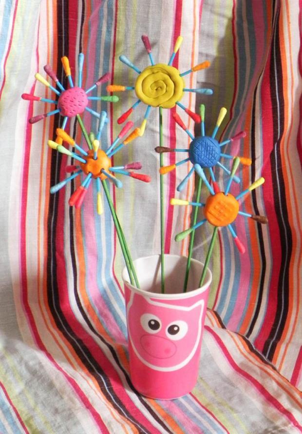 Kvetinky z plastelíny a farbených vatových tyčiniek, Tvoríme s deťmi a pre deti