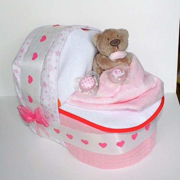 Ružová plienková torta - kočík