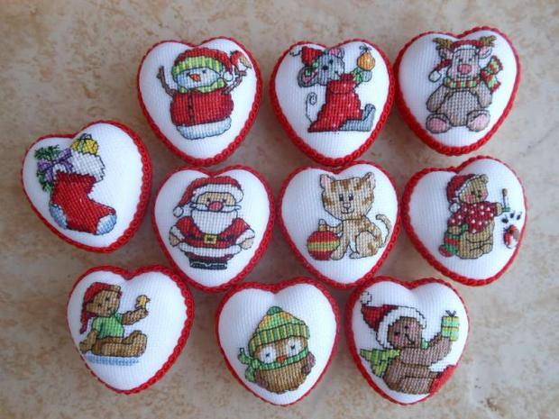 Vyšívané vianočné srdiečka so zvieratkami