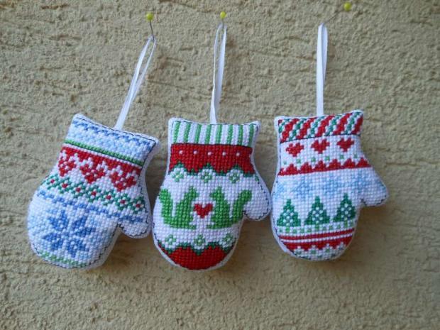 Vyšívané rukavice - vianočná ozdoba