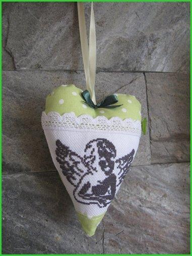 Vyšívaný anjel - vianočná dekorácia